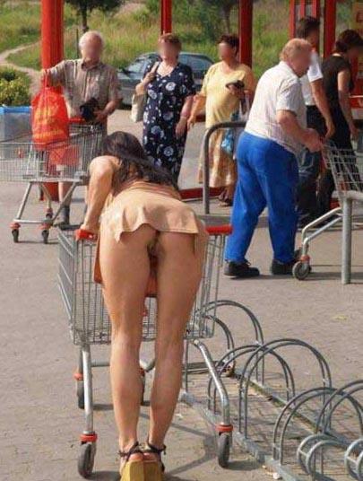 pas de culotte sur le parking du supermarché