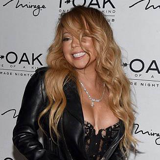 Mariah Carey débarque en porte-jarretelles dans un nightclub de Vegas