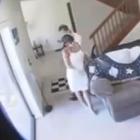Il place une caméra pour espionner sa femme qu'il pense infidèle